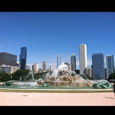 Buckingham Fountain, Chicago IL one of my fav Chicago sites! Yes, I still love watching Married with Children and seeing the fountain brings a smile to my face!