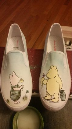 Handpainted shoes vintage Winnie the Pooh by PencilPortraitsbyMe Source by ideas painted Disney Painted Shoes, Painted Canvas Shoes, Disney Shoes, Hand Painted Shoes, Disney Outfits, Painted Toms, Fashion Shoes, Fashion Fashion, Runway Fashion