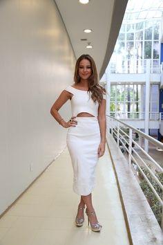 Paolla Oliveira arrasa com look de R$ 7.160 e é elogiada na web