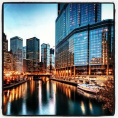 CHICAGO RIVER | #chicago #river #trumphotel #lights #citylights #cityscapes #... | Webstagram piechotka