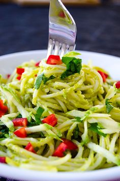 Making this guilt-free vegan creamy avocado pasta is very easy. It has no cream but so creamy and yummy! Garnish with thinly grated zucchini and red pepper. | giverecipe.com | #pasta #avocadorecipes #avocadopasta #healthyrecipes #healthypasta #avocadospaghetti #vegan #vegetarian