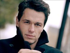 Julian Ovenden appears on Downton Abbey Season 4 as aristocrat Charles Blake. Will he make a play for single mom Lady Mary on Season 4 of Downton Abbey?