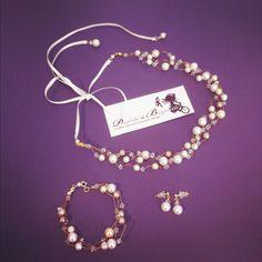 Bridal necklace, bracelet and earrings made of cristal beads - bijoux de mariage en perles et cristaux Paulette à Bicyclette