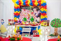 Festa de Aniversário da Branca de Neve, Inspiração, Snow White Theme Party inspiration Stephânia de Flório www.stephaniadeflorio.com.br stephaniadeflorio@hotmail.com Snow white theme party, table, mesa da branca de neve