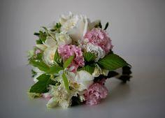 framboisier - freesia - lisianthus - rose