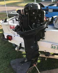 Learning how to service boat engines - - #boat #engine #mechanic #outboard #2stroke #petrol #oil #photography #sea #ocean #river #creek #learn #progress #motivation #skills #student http://butimag.com/ipost/1556388072240690936/?code=BWZZrSij7b4