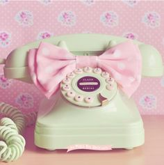 Well, isn't that just the cutest little mint green phone?!