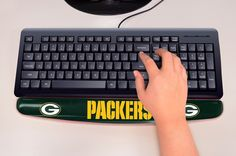 Support your wrists properly while working on your computer at home or at the office using this Green Bay Packers Wrist Rest by Fanmats. It features an innovative surface that is softer than fabric and provides maximum all-day comfort when you are continuously typing.