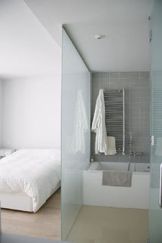 image result for salle de bain ouverte sur chambre avec portes vitrees - Salle De Bain Ouverte Sur Chambre Design