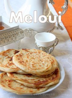 Moroccan recipe of melouis crepes Moroccan Bread, Gastronomy Food, Tunisian Food, Algerian Recipes, Sandwiches, Tacos, Vegetarian Breakfast, Middle Eastern Recipes, Pizza