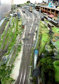 Track Layout Ideas for Your Model Train N Scale Model Trains, Model Train Layouts, Fleischmann N, Train Ho, Ho Scale Train Layout, Escala Ho, Model Railway Track Plans, Hobby Trains, Real Model
