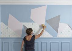 Poser les différents morceaux de papiers peints au mur