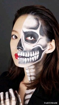 Looking for for ideas for your Halloween make-up? Navigate here for creepy Halloween makeup looks. Halloween Makeup For Kids, Kids Makeup, Halloween Makeup Looks, Pumpkin Halloween Costume, Halloween Pumpkins, Halloween Cosplay, Boy Halloween, Halloween Costumes, Halloween Ideas