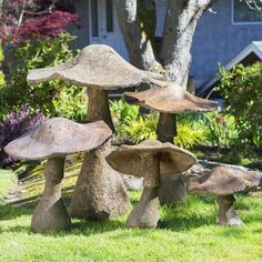 These cute ideas are perfect for your backyard! Summer is near and it's time to think about sprucing up the yard or garden with some fun yard art. Cement Art, Concrete Art, Concrete Patio, Garden Crafts, Garden Projects, Garden Ideas, Diy Garden, Garden Mushrooms, Concrete Crafts