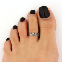 This heart emobossed silver toe ring can stolen your heart and you want to have it immediatyely. Simple and beautiful toe ring with light weight #Toerings #Jewellery