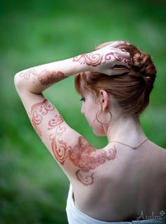 yay, cultural appropriation! I feel like this is sort of okay for me to do, but it would be less okay if I was British(Aralani Photography - Bridal Henna from Blue Lotus Henna)