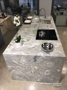 Look at this interesting photo - what a very creative version Best Modern House Design, Home Modern, Home Design, Stone Kitchen, Granite Kitchen, Kitchen Countertops, Luxury Kitchen Design, Luxury Kitchens, Green Marble Bathroom