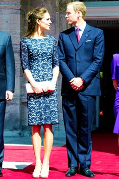 A look at Kate Middleton's style - Catherine, Duchess of Cambridge fashion and style in pictures. See the Duchess of Cambridge's style evolution on Vogue. Duke And Duchess, Duchess Of Cambridge, Alexander Mcqueen Wedding Dresses, Kate Middleton Stil, Herzogin Von Cambridge, Princesa Kate Middleton, Prince William And Catherine, William Kate, Royal Fashion