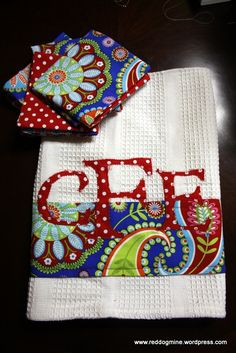 Monogrammed Hand Towel House Warming Gift Tutorial DIY Great Christmas gift idea too! Monogrammed Hand Towels, Monogram Towels, Diy Monogram, Diy Sewing Projects, Sewing Crafts, Craft Projects, Sewing Ideas, Easy Projects, Quilting Projects