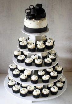 Torta nuziale cupcakes in bianco e nero