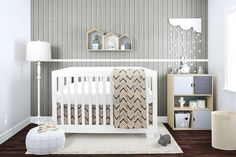 Bebelelo bedding is stain resistant. It includes a superior quality of 4 pieces: a skirt, a mattress cover, a duvet and a duvet cover. Baby Crib Bedding Sets, Baby Bedroom, Baby Boy Rooms, Baby Cribs, Room Baby, Kids Bedroom, Bedroom Ideas, Nursery Curtains, Nursery Room