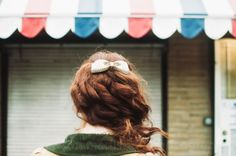 I like aesthetically pleasing pictures and puppies. Red Hair Blue Eyes, Beauty Shots, Little Bow, Ginger Snaps, About Hair, Beautiful Moments, Vintage Flowers, Hair Goals, Color Inspiration