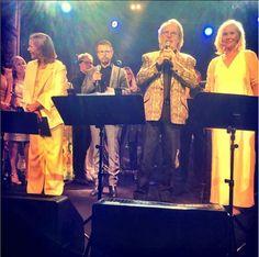 ABBA heeft zondag voor het eerst in dertig jaar weer opgetreden. De Zweedse popgroep vierde het begin van een vriendschap en daarmee ook de start van ABBA, vijftig jaar geleden. You