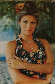 Gülşen Bubikoğlu Old Actress, Actress Photos, 70s Fashion, Vintage Fashion, Cinema Actress, Vintage Glamour, Turkish Actors, Celebs, Celebrities
