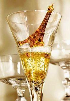 Me encanta Paris y el champang. Os deseo un año lleno de salud, trabajo y amor.