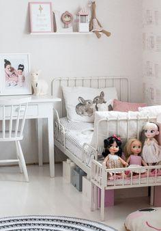 Lumimäellä on blogi, joka sisältää niin sisustamista kuin lapsiperheen elämää vanhassa talossa Torniossa.