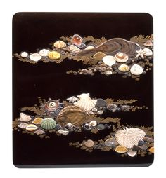 Writing box with depictions of shells