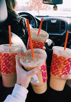 Call me Charli because dunkin is just better ; Bebidas Do Starbucks, Starbucks Drinks, Coffee Drinks, Coffee Coffee, Think Food, Love Food, Starbucks Hacks, Snacks Saludables, Secret Menu