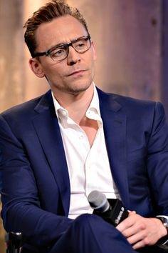 Tom Hiddleston attends the AOL Build Series to discuss High-Rise at AOL Studios on April 20, 2016 in New York City. Full size image: http://ww4.sinaimg.cn/large/6e14d388gw1f33m06mlo1j21uo1uodn8.jpg Source: Torrilla, Weibo