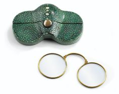 A PAIR OF GOLD SPECTACLES IN ORIGINAL FITTED SHAGREEN CASE, FRANCE, EARLY 19TH CENTURY
