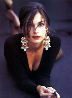 Famke Janssen, Beautiful earrings!