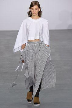 Eudon Choi Spring 2017 Ready-to-Wear Collection Photos - Vogue Fashion 2017, Runway Fashion, Love Fashion, Womens Fashion, Fashion Design, Fashion Trends, Mode Vintage, White Fashion, Ready To Wear