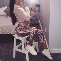 How to wear pink vans outfits 53 Ideas Cochella Outfits, Sporty Outfits, Mode Outfits, Trendy Outfits, Winter Outfits, Teen Fashion, Fashion Outfits, Womens Fashion, Instagram Mode