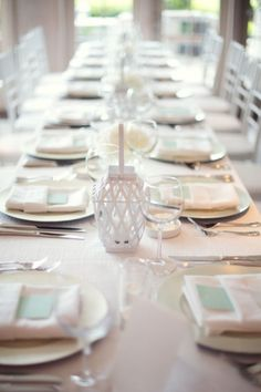 Family style table + clean white + mint (pops of red in flowers) Wedding Table Deco, Beach Wedding Reception, Chic Wedding, Elegant Wedding, Wedding Ideas, Reception Table, Wedding Simple, Wedding Tables, Reception Ideas