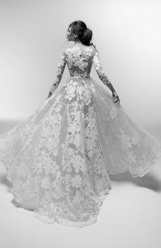 Wedding dress : Courtesy of Alessandra Rinaudo Collection from Nicole Spose Arab Wedding, Wedding Bride, Wedding Gowns, Bridal Looks, Bridal Style, Bridal Outfits, Bridal Dresses, Wedding Trends, Wedding Styles
