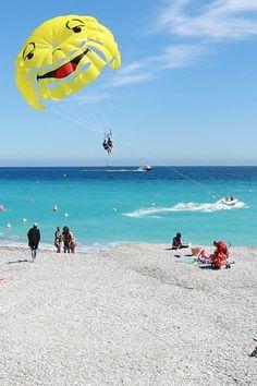"""Nice, na Riviera Francesa  Aproveite e veja nosso vídeo: O que fazer em NICE (França) - Roteiro de um dia"""".  EN - Gotta love this perfect blue sea, in Nice (France)!"""