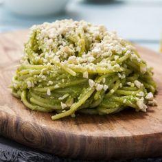 ספגטי ללא גלוטן בפסטו תרד וגורגונזולה