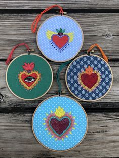 Gineceo - ideas hermosas y diferentes Hand Embroidery Patterns, Diy Embroidery, Cross Stitch Embroidery, Broderie Simple, Cross Stitch Heart, Mexican Folk Art, Sacred Heart, Valentines Diy, Handmade Crafts