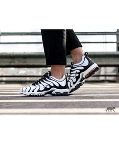 Nike Air Max Plus TN Homme Chaussures Blanc Noir Nike Air Max Tn, Nike Air Max Plus, Air Max Plus Tn, Sneakers, Shoes, Fashion, Off White Shoes, Black People, Tennis