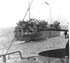 LST-286 en cours de route pour l ' opération Dragoon, l'invasion alliée de la France méridionale, août 1944