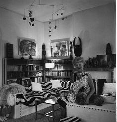 """Peggy Guggenheim dans son palais """"Venier dei Leoni"""" à Venise 1955 by Wilp Charles"""