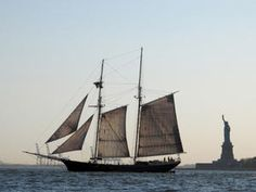 New York Travel: How to see Manhattan by boat - http://f3v3r.com/2012/08/09/new-york-travel-how-to-see-manhattan-by-boat/