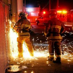 FEATURED POST @losangelesfiredepartment - Chatsworth - At 7:38 PM on 1/3/17 the #LAFD responded to a reported Structure Fire in the 9700 block of N Cozycroft Av. Firefighters made entry to the building and found rack of manufacturing products producing smoke. This non-injury fire was quickly handled preventing damage to the business. : #GregDoyle. . ___Want to be featured? _____ Use #chiefmiller in your post ... . CHECK OUT! Facebook- chiefmiller1 Periscope -chief_miller Tumblr- chief-miller…