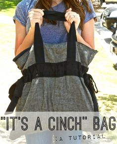 Its a Cinch Bag. Beach bag, diaper bag, school bag, overnight bag, no matter what you use it for this bag is a cinch! This Its a Cinch Bag is a purse sewing pattern that you dont want to miss. Its a perfect sized bag for all your needs. Sewing Hacks, Sewing Tutorials, Sewing Crafts, Sewing Patterns, Bag Tutorials, Purse Patterns, Sewing Projects, Craft Projects, Costura Diy