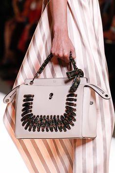 0ffe862c41ef 1562 meilleures images du tableau purso me   Bags, Beige tote bags ...