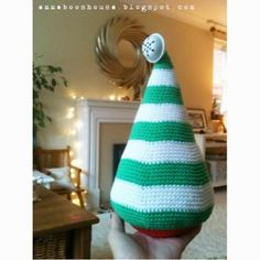 A BIG Crocheted Christmas tree (Free pattern)